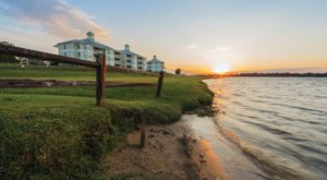 Everyone In Texas Should Stay At This Fantastic Lakeside Retreat At Least Once