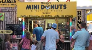 There's Always A Line Out The Door At This Teeny Tiny Mini Donut Shop In Florida