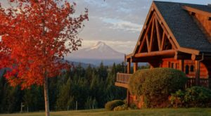 Spend A Weekend At This Oregon Bed & Breakfast Surrounded By Fall Colors