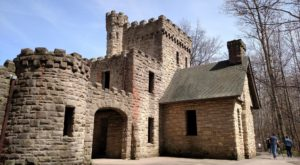 The Awesome Hike Near Cleveland That Will Take You Straight To An Abandoned Castle