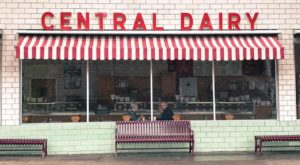 This Sugary-Sweet Ice Cream Shop In Missouri Serves Enormous Portions You'll Love