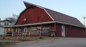 There's A Delicious Restaurant Hiding Inside This Old Kansas Barn That's Begging For A Visit