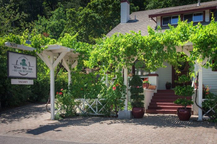 Calistoga Wine Way Inn Is A Gorgeous Napa Valley Bed
