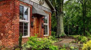 This Moonshine Tasting Room In South Carolina Is One Hidden Speakeasy You'll Want To Tour