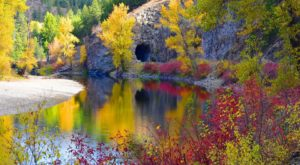 Fall Is The Perfect Season To Discover This Incredibly Scenic Washington Trail