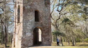 The South Carolina Ghost Town That's Perfect For An Autumn Day Trip