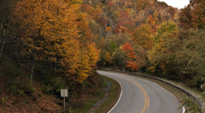 Visit This Tiny Town In Tennessee To See The Most Incredible Fall Colors