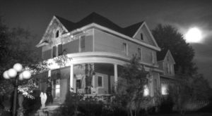 The Haunted Estate In Indiana That Will Make Your Skin Crawl