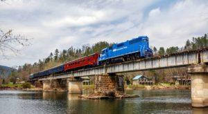 This 50-Mile Train Ride Is The Most Relaxing Way To Enjoy Tennessee Scenery