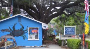 This Remote Seafood Joint In South Carolina Is So Popular It Doesn't Have To Advertise