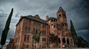 This Creepy Haunted Castle Tour In Northern California Is Not For The Faint Of Heart