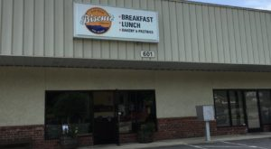 People Drive From All Over For The Biscuits And Gravy At This Charming North Carolina Restaurant
