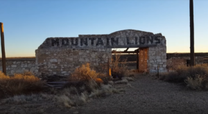 Everyone In Arizona Should See What's Inside The Gates Of This Abandoned Zoo