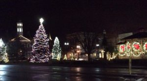 At Christmastime, This Ohio Town Has The Most Enchanting Main Street In The Country