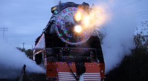 Watch The Oregon Countryside Whirl By On This Unforgettable Christmas Train