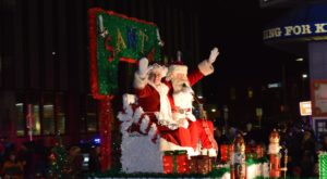 The Largest Nighttime Christmas Parade In the Midwest Happens Right Here in Wisconsin And You'll Want to Go