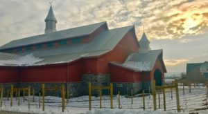 Dine In This Utah Barn With St. Nick Himself This Holiday Season