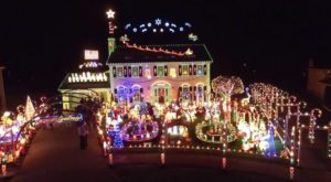 The Neighborhood Near Cleveland That Transforms Into A Winter Wonderland Each Christmas Season