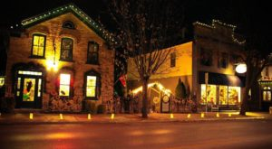 At Christmastime, This Wisconsin Town Has The Most Enchanting Main Street In The Country