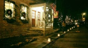 The Old Fashioned Christmas Walk In Missouri You'll Want To Experience This Season