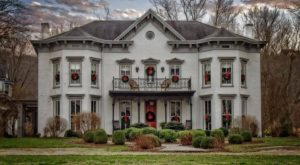 The Kentucky Plantation That Transforms Into A Winter Wonderland During The Holidays