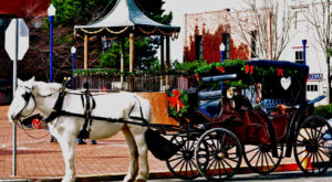 A Ride In This Horse-Drawn Carriage Through Historic Arkansas Will Complete Your Holiday Season