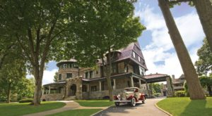 This Three-Story Museum In Indiana That Is Home To 55,000 Square-Feet Of Antique Vehicles