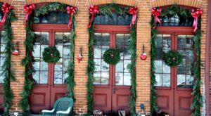 At Christmastime, This Illinois Town Has The Most Enchanting Main Street In The Country