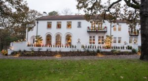 The 90-year-old Estate In Arkansas You Absolutely Have To See During The Holiday Season