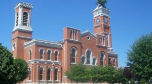 A Tree Has Been Growing Out Of The Top Of This Indiana Courthouse For Almost 150 Years And No One Knows Why