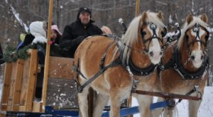 13 Winter Attractions For The Family In Wisconsin That Don't Involve Long Lines At The Mall