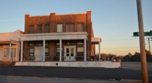 Take A Trip Back In Time With A Stay At Mississippi's Most Historic Hotel