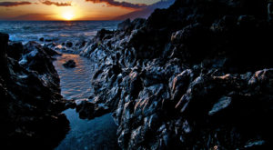 You'll Want To Visit These Lava-Strewn Beaches In Hawaii That's Unlike Any Other
