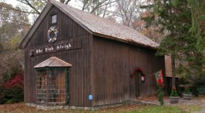 If You Love Decorating For The Holidays, You Must Check Out This Hidden Christmas Cabin In Connecticut
