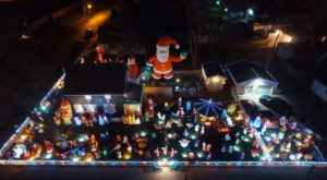 This Illinois Christmas House Has 145 Festive Displays You've Got To See To Believe