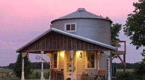 This Grain Bin Bed & Breakfast In Illinois Is The Ultimate Countryside Getaway