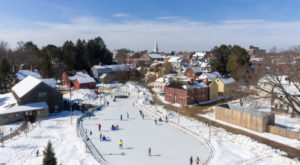 Christmas In These 8 New Hampshire Towns Looks Like Something From A Hallmark Movie