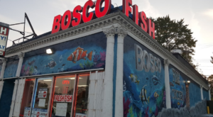 The Unassuming Detroit Restaurant That Serves The Best Seafood You've Ever Tried