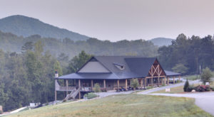 The Clifftop Lodge In Georgia That's The Perfect Winter Hideaway