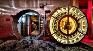The Hidden Underground Cleveland Restaurant That's Too Tasty For Words