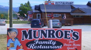 People Drive From All Over For The Biscuits And Gravy At This Charming New Hampshire Restaurant