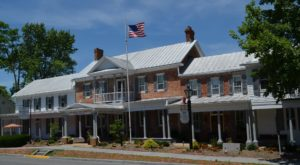 The Oldest Inn In Virginia Is Also One Of The Most Haunted Places You'll Ever Sleep