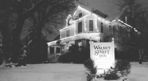 One Of The Oldest Hotels In Missouri Is Also One Of The Most Haunted Places You'll Ever Sleep