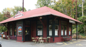 There's A Scrumptious Bakery Hiding Inside This Connecticut Train Station