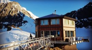 The Alaska Chalet At 6,000 Feet Above Sea Level Is Just Begging For A Weekend Getaway