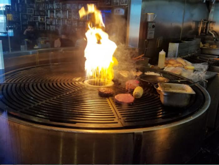 lucky beaver is the best burger restaurant in nevada
