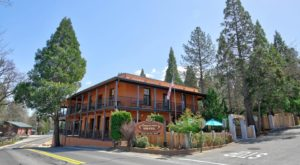The Oldest Hotel In Northern California Is Also One Of The Most Haunted Places You'll Ever Sleep