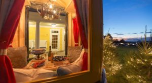 You Can Dine In A Heated Gondola At This Wintery East Coast Resort