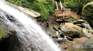 The Short 1-Mile Waterfall Staircase Trail In North Carolina That's An Absolute Delight
