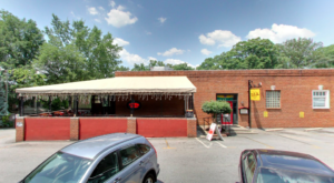 This Old-School Georgia Restaurant Serves Chicken Dinners To Die For